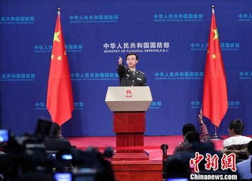 12月27日,中国国防部新闻发言人吴谦在北京的国防部例行记者会上表示,中方愿与美方一道,坚持以两国元首的重要共识为指引,做大中美共同利益的蛋糕,妥处矛盾分歧,管控风险挑战,把握两军相互尊重、合作共赢的大方向,发挥好两军关系在两国关系中的稳定器作用。。<a target='_blank' href='http://www-chinanews-com.uchengde.com/'>中新社</a>记者 宋吉河 摄