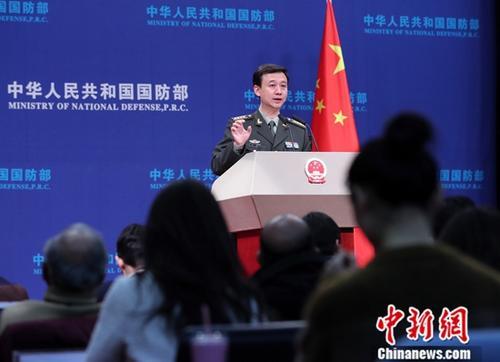 12月27日,在中国国防部举走的例走记者会上,中国国防部讯息说话人吴谦外示,近年来中国军队详细推进武器装备当代化,到现在为止基本建成了功能齐全、要素齐全的当代化武器装备系统。中新社记者 宋吉河 摄