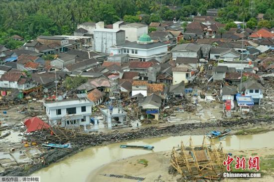 根据此前报道,印尼气象、气候和地球物理局方面称,喀拉喀托火山爆发导致的山体崩塌引发了相当于3.4级地震的震动并由此引发22日的巽他海峡海啸。