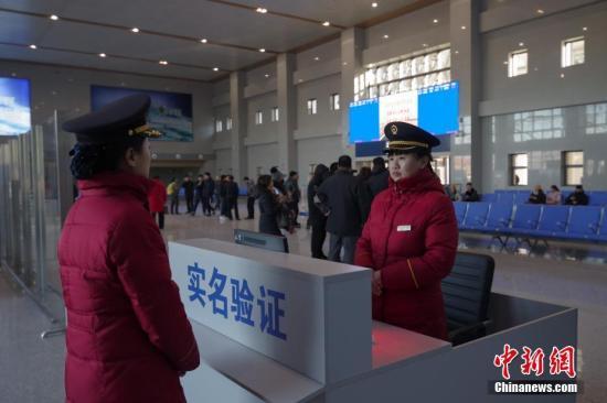 12月28日,京哈高鐵承德至沈陽段開通在即,記者探訪河北省承德市境內的承德縣北站。中新社記者 賈天勇 攝