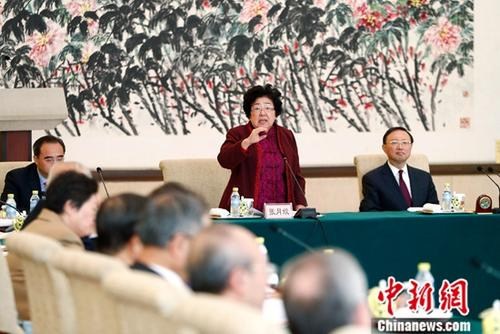 """资料图:2019-01-24,""""改革开放40周年国际法工作座谈会""""在北京举行。图为荣获改革先锋称号的世界银行解决投资争端国际中心仲裁员、原外经贸部条法司司长、世界贸易组织争端解决机制上诉机构原主席张月姣发言。<a target='_blank' href='http://www-chinanews-com.3amt.com/'>中新社</a>记者 富田 摄"""
