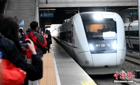 原料图:福建南龙铁路正式开通运营。中新社记者 王东明 摄