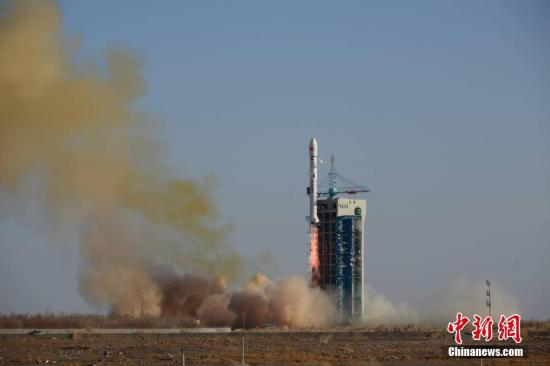 """这次""""一箭七星""""发射,是中国2018年度航天发射""""收官""""义务,也是中国长征系列运载火箭第297次航天飞走。郝伟 摄"""