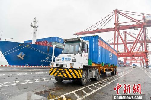 原料图:海南洋浦港。中新社记者 骆云飞 摄