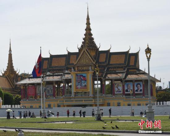 资料图:平静的金边皇宫广场。中新社记者 黄耀辉 摄
