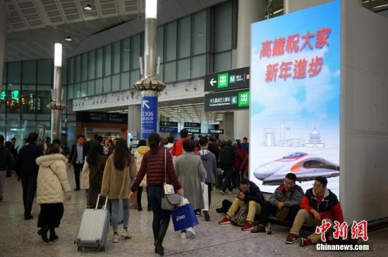 资料图:香港西九龙站迎来大批出入境旅客。<a target='_blank' href='http://www.chinanews.com/'>中新社</a>记者 张炜 摄