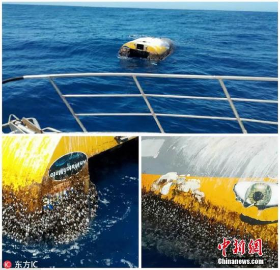 """当地时间2019-01-20,澳大利亚警方发布的""""幽灵船""""组合图。据澳洲媒体1月3日报道,近日,一艘失踪8年的""""幽灵船""""在澳大利亚南部海岸的袋鼠岛附近被发现。报道称,这艘名为""""狂野眼睛""""(Wild Eyes)的船只于2010年6月被当时十几岁的船长阿比・桑德兰(Abby Sunderland)遗弃后就一直在海上漂流,当时阿比・桑德兰正试图创造一个环球航行纪录。图片来源:东方IC 版权作品 请勿转载"""
