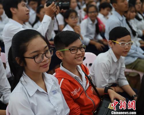 资料图:戴眼镜的学生们。/p中新社记者 黄耀辉 摄