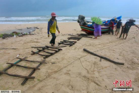 """""""帕布""""吹袭泰国数万游客受影响海面掀起7米巨浪"""