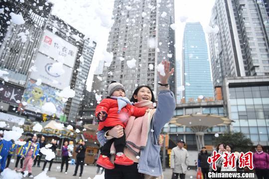 资料图:重庆街头。 陈超 摄