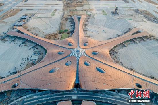 材料图:鹤隳年夜兴国际机场航站楼。a target='_blank' href='http://www.chinanews.com/'种孤社/a收 王子瑞 摄 图片滥觞:CNSPHOTO