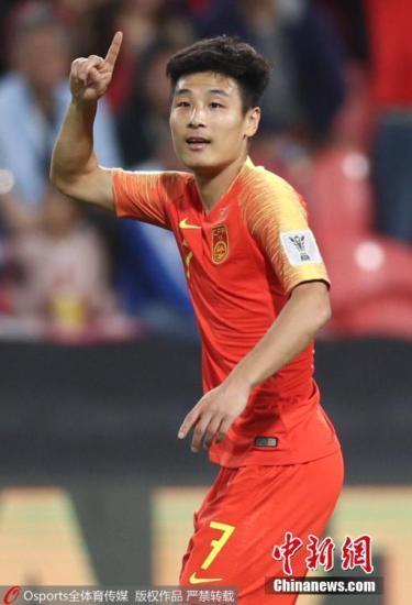材料图:正在岁首年月的亚洲杯中,梅开两度的武磊是国足3:0完胜菲律宾的最年夜元勋。图片滥觞:Osports部分育图片社