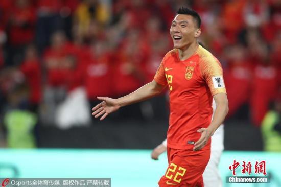 资料图:北京时间1月11日晚,亚洲杯小组赛中国3:0菲律宾,取得小组赛两连胜,提前一轮小组出线。于大宝连续两场比赛进球,被称为国足锦鲤。图片来源:Osports全体育图片社