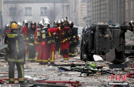 当地时间1月12日,法国巴黎市中心一家面包店发生大规模的爆炸,有目击者称整个街区都遭到破坏。