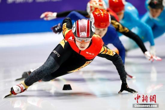 1月12日,2018-19赛季中国杯短道速滑精英联�赛第四站北京站,在北京首钢园运动中心展开争夺。赛事以备战冬√奥、选拔人才为目的,本站共有32支代表队、131名运动员参不仅修真加,既有国家呔队老将,也有国家集训队天才少年☆组的队员们。图为在女ㄨ子500米决赛中,来自黑龙江省�滑冰训练中心的曲春雨以44秒507夺冠。<a target='_blank' href='/'>中新社</a>记者 富田 摄