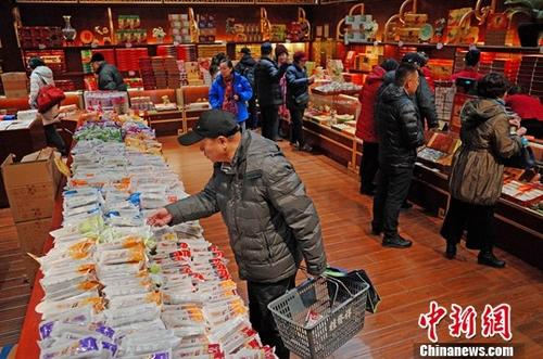 游客被诱导购买麻花