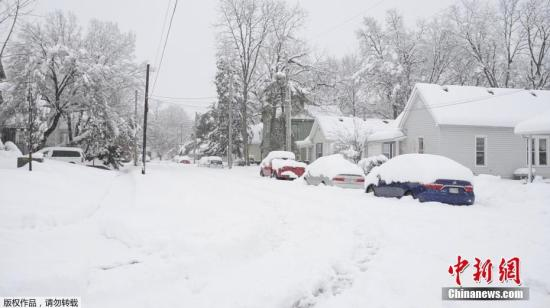 当地时间1月12日,一场暴风雪横扫美国中西部地区。(视频截图)