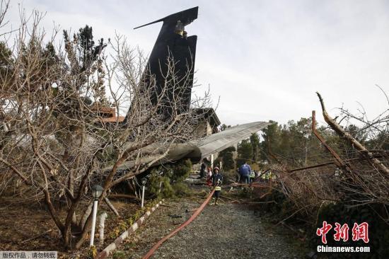 当地时间1月14日,一架波音707货机在伊朗首都德黑兰附近坠毁。