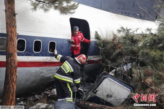 当地时间1月14日,一架波音707货机在伊朗首都德黑兰附近坠毁,伊朗地方当局尚未透露坠机原因以及伤亡人数。据外媒报道称,这架飞机属于吉尔吉斯斯坦,机上有10人。该货机从吉尔吉斯斯坦的首都比什凯克起飞。