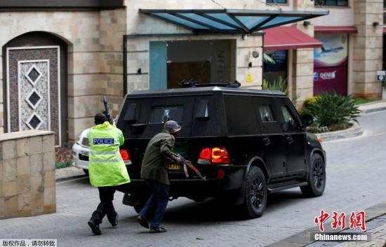 当地时间1月15日下午,肯尼亚首都内罗毕一酒店传出爆炸声并发生枪战。