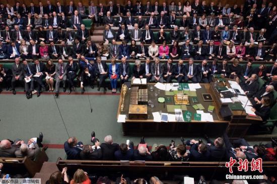 资料图:英国议会下议院就脱欧协议进行表决。