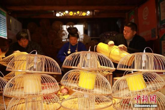 资料图:鸟笼。中新社发 黄晓海 摄
