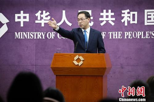 1月17日,中国商务部在北京举行例行新闻发布会,新闻发言人高峰回答记者提问。中新社记者 赵隽 摄