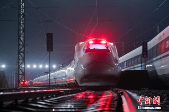 材料图:动车组列车。大德权 摄