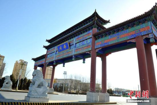 """资料图:雄安新区雄县的地标性建筑""""雄州牌坊""""。韩冰 摄"""