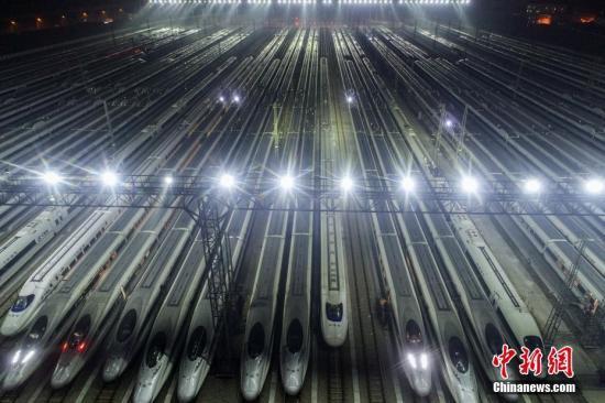 高铁资料图。中新社记者 张畅 摄