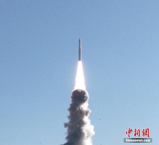 """北京时间1月21日13时42分,中国在酒泉卫星发射中心用长征十一号运载火箭,以一箭四星方式,成功将""""吉林一号""""光谱01/02星和搭载的""""灵鹊-1A""""星、""""潇湘一号""""03星发射升空,卫星均进入预定轨道。石立群 摄"""
