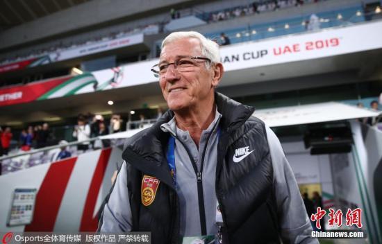 当地时间1月20日,中国男足在亚洲杯1/8决赛中迎战泰国队。上半场泰国队素巴猜率先破门,国足在下半场5分钟之内由肖智和郜林连入两球完成逆转,从而以2:1战胜对手晋级8强。图片来源:Osports全体育图片社