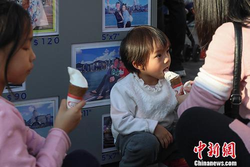 资料图:香港经历温暖冬日。<a target='_blank' href='http://www.chinanews.com/'>中新社</a>记者 谢光磊 摄