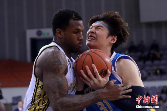 王哲林荣膺CBA常规赛MVP 系职业生涯首次
