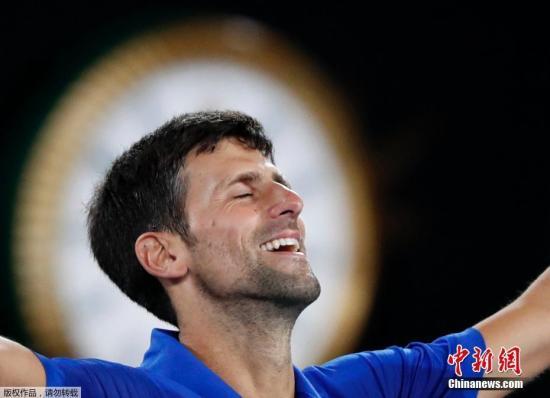 资料图:北京时间1月27日,2019年澳大利亚网球公开赛男单决赛,男单头号种子德约科维奇对决二号种子纳达尔。德约科维奇连下三盘,击败纳达尔,第七次封王。