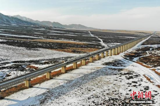 China's busiest high-speed railway sees over 350,000 passenger trips made daily