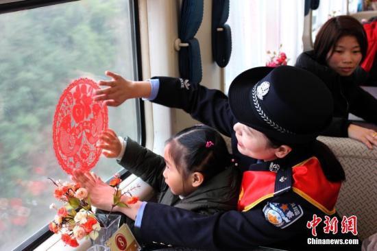 资料图片:春运。<a target='_blank' >中新社</a>发 重庆铁路公安处供图