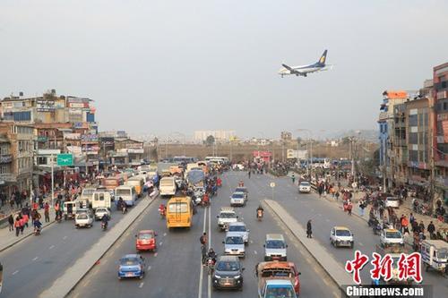 1月28日,中国援尼泊尔加德满都内环路升级改造项目交接仪式于加德满都举行。资料图为该环路东端。中新社记者 张晨翼 摄