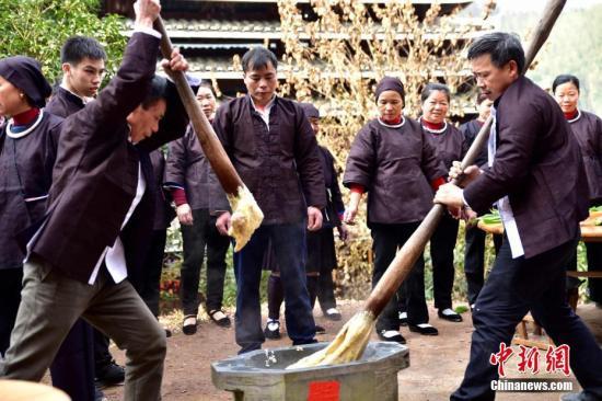 """广西侗族民众举办""""逃荒文化节""""喜庆脱贫。谢兴华 摄"""