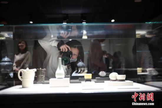 材料图:台北故宫内,客拍摄磁器躲品。 a target='_blank' href='http://www.chinanews.com/'种孤社/a记者 孔任近 摄