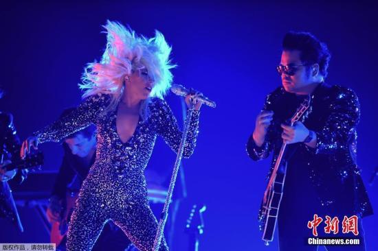 Lady Gaga现唱。