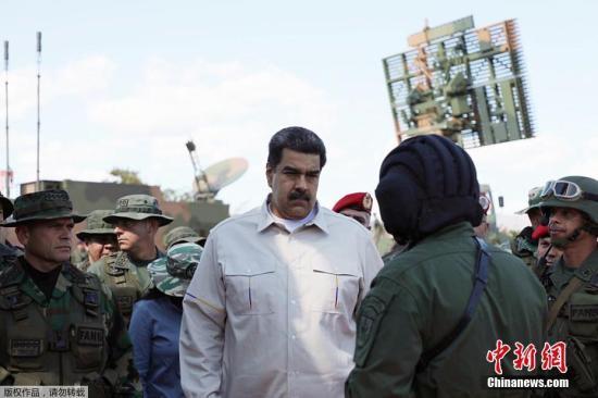 """据海外网此前报道,马杜罗曾在1月16日的新闻发布会上公开表示,军演期间军队将击退模拟入侵者,并提高军方保卫国土的能力。我们的军队让国家无懈可击,我们的军队已拥有'最高专业水平'""""马杜罗说,""""我们的军队完全有能力对抗任何踏入委内瑞拉国土的入侵者,我们必须时刻准备保卫国家。"""" 文字来源:海外网"""