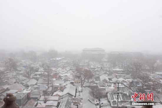 2月12日,北京上空下起了小雪。 <a target='_blank' href='http://www.chinanews.com/' >中新网</a>记者 李骏 摄