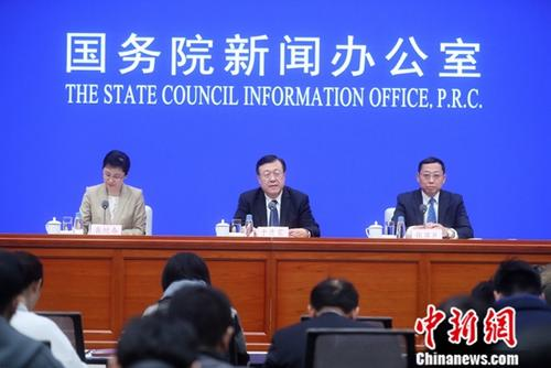 2月15日,国务院新闻办公室举行新闻发布会,介绍《关于加快推进水产养殖业绿色发展的若干意见》有关情况。中新社记者 张宇 摄