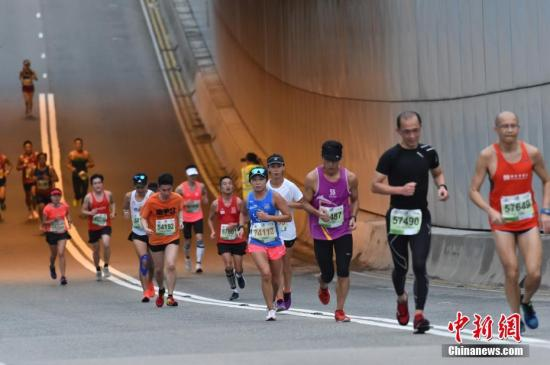 <b>香港前铁人三项运动员:挖掘自身潜质 出路是多元的</b>