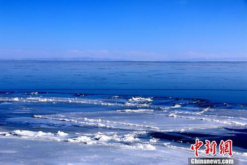 """材料图:""""下本蓝宝石""""青海湖。马怡睿 摄"""