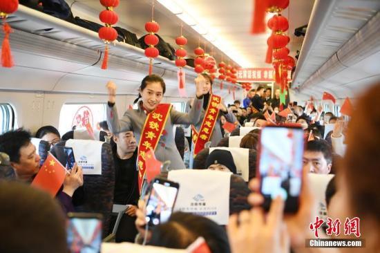 元宵节的列车。<a target='_blank' href='http://www.chinanews.com/'>中新社</a>记者 张瑶 摄