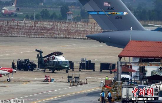 """当地时间2月20日,美国总统专机""""海军陆战队一号""""运抵越南河内内排国际机场,为即将到来的第二次朝美首脑会晤做准备。"""