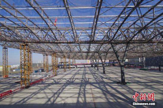 在线配资公司京张高铁中国国内首个封闭式声屏障主体工程完工