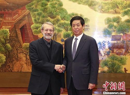 2月19日,全国人大常委会委员长栗战书在北京人民大会堂与伊朗伊斯兰议会议长拉里贾尼举行会谈。中新社记者 刘震 摄